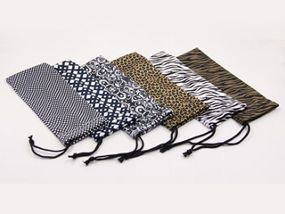 Hot-print Microfiber glasses pouch with one drawstring D132